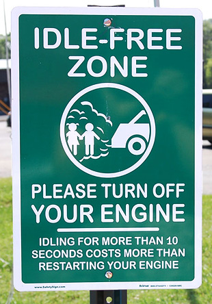 East Tennessee Clean Fuels Coalition is helping schools reduce unnecessary vehicle idling. Signs like these help spread the word to drivers. <em>Photo from Kristy Keel- Blackmon at East Tennessee Clean Fuels Coalition, NREL/PIX 21196</em>